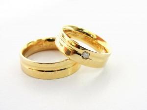 Bijoux de mariage : la bague de fiançailles et l'alliance - Mag en ...