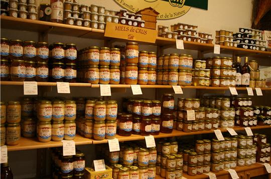 Rayons remplis de miel chez Famille Mary