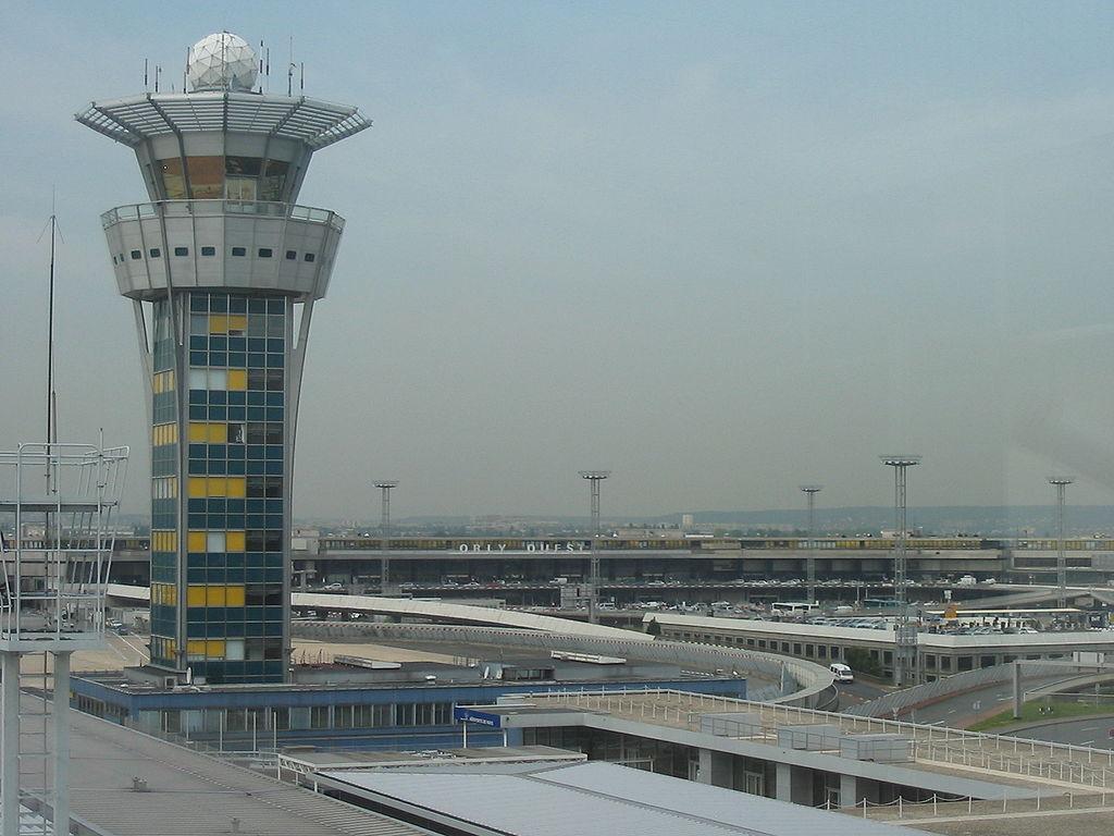 Aéroport d'Orly, desservi par les Cars Air France