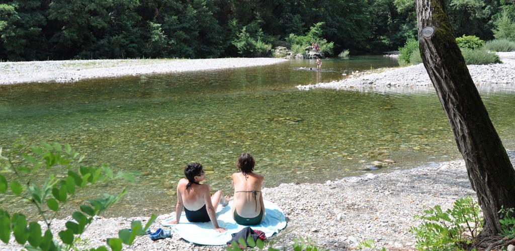 Plage sur le Gardon, camping Les Plans à Mialet