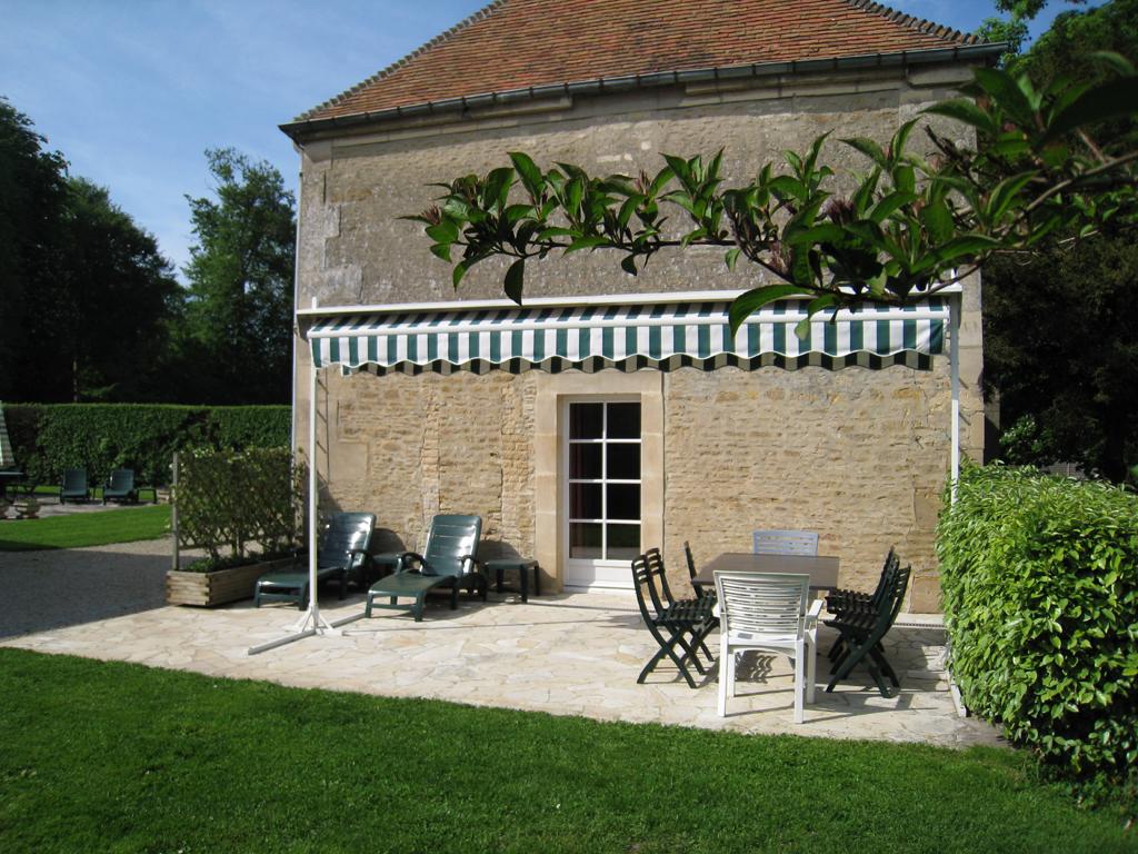 15_terrasse_dun_gite_du_chateau_de_guernon-ranville